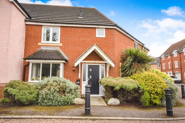 Thumbnail Link-detached house for sale in Goodwin Close, Chelmsford
