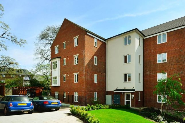 Thumbnail Flat to rent in Chalfont Road, London