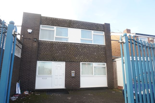 Thumbnail Semi-detached house to rent in Roebuck Street, West Bromwich