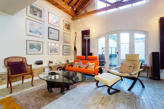 Thumbnail Town house to rent in Horsemongers Mews, London