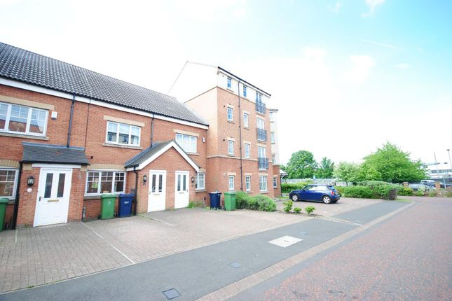 Thumbnail Town house to rent in Redgrave Close, Gateshead