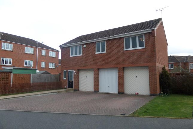 2 bed flat to rent in Eaton Drive, Rugeley