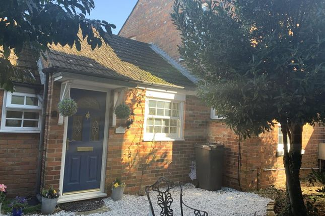 Thumbnail End terrace house to rent in Newbury, Berkshire