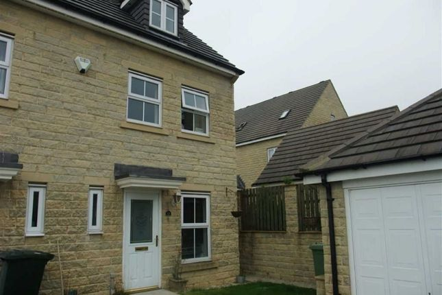 Thumbnail Town house to rent in Naden Close, Clayton Heights, Bradford