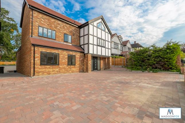 Thumbnail Detached house for sale in Meadow Way, Chigwell