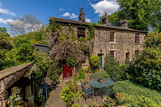 2 bedroom end terrace house for sale in Ilkley Road, Otley
