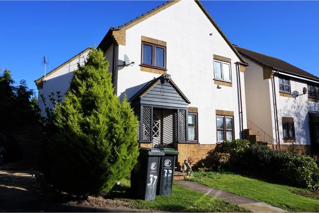 Thumbnail Flat for sale in Slade End, Epping