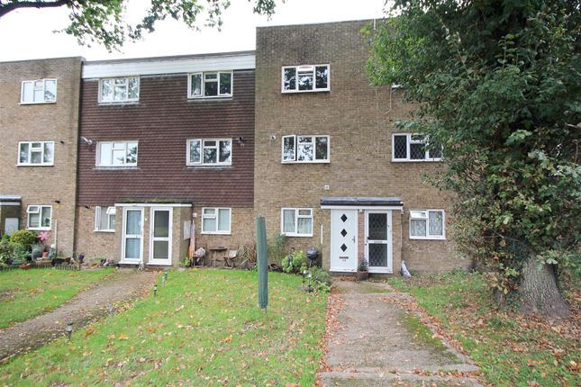 Thumbnail Maisonette for sale in Wakehams Green Drive, Crawley