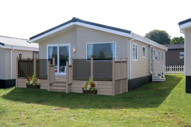 2 bed mobile/park home for sale in Winchelsea Beach, Nr Rye, East Sussex TN36