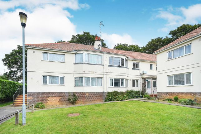 Thumbnail Flat for sale in Links Close, Portslade, Brighton