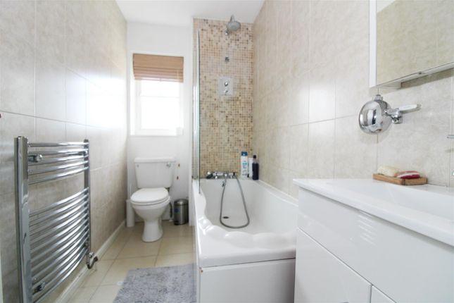 Bathroom of Clonmel Close, Caversham, Reading RG4