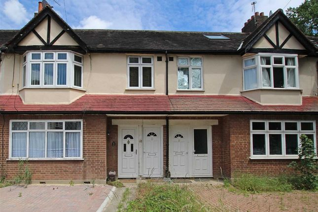 Thumbnail Flat to rent in Heyford Avenue, London