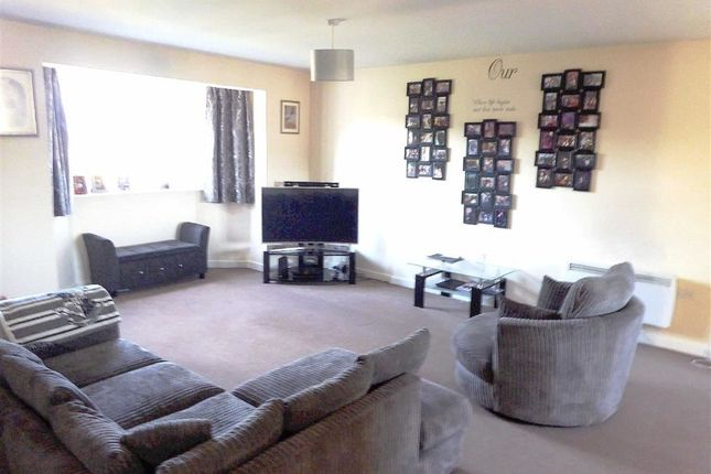 Thumbnail Flat to rent in Broadlands Gardens, Leeds, West Yorkshire