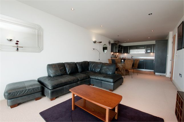 1 bed flat to rent in Coral Apartments, Western Gateway, London
