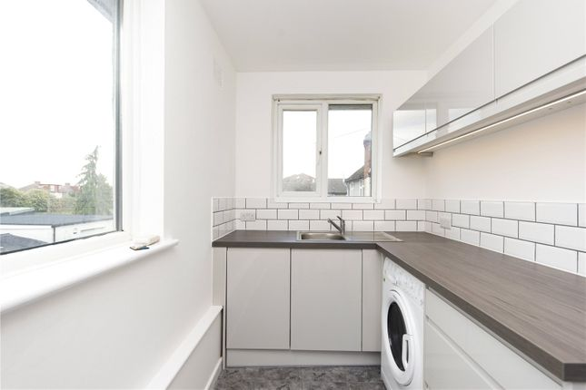 1 bed flat to rent in Cromwell Road, Walton-On-Thames, Surrey KT12