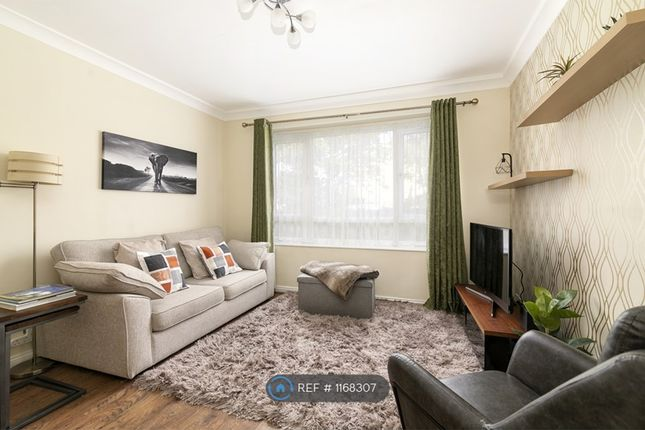 Thumbnail Flat to rent in Victoria Road, Romford