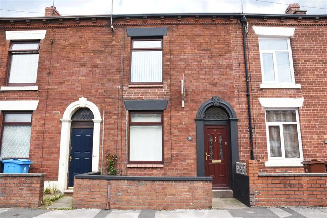 Town house to rent in Esther Street, Oldham OL4
