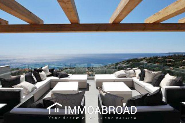 Thumbnail Villa for sale in Roquebrune-Sur-Argens, France