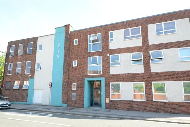 Thumbnail Flat to rent in Upper Street, Fleet