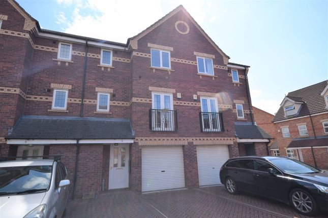 Thumbnail Town house for sale in Grassholme Close, Lakeside, Doncaster