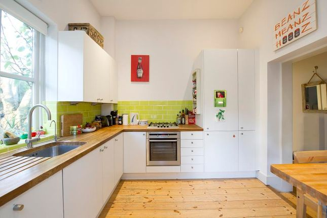 Thumbnail Flat to rent in Oxford Gardens, London
