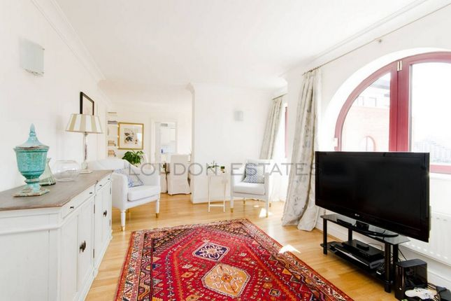 2 bed flat to rent in Sailmakers Court, William Morris Way, Fulham