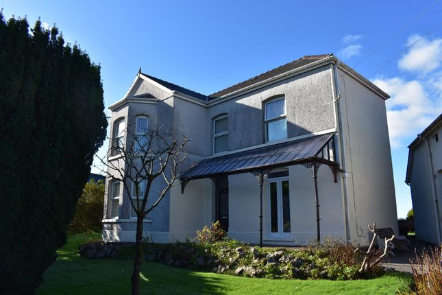 4 bed detached house for sale in Brynlloi Road, Glanamman, Ammanford