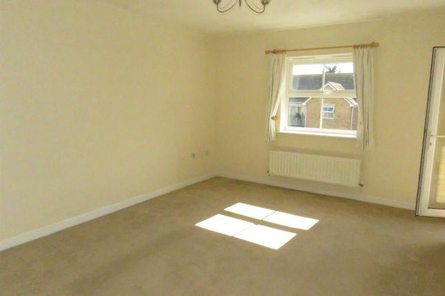 Thumbnail Flat for sale in Osier Drive, Steeple View, Laindon, Basildon