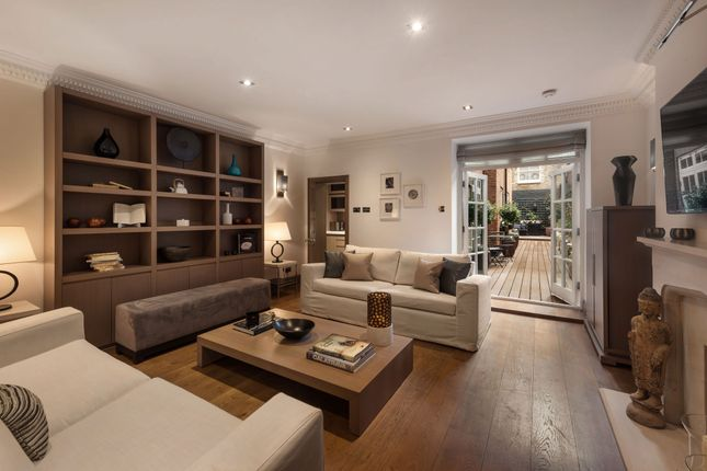 3 bed flat for sale in Cadogan Square, Knightsbridge, London