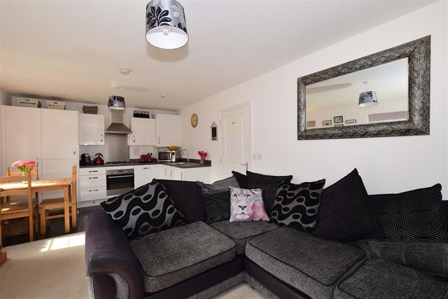 Thumbnail Flat for sale in Crabapple Road, Tonbridge, Kent