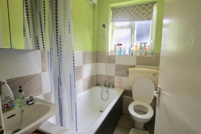 Thumbnail Flat for sale in Moore Road, Upper Nowood, London