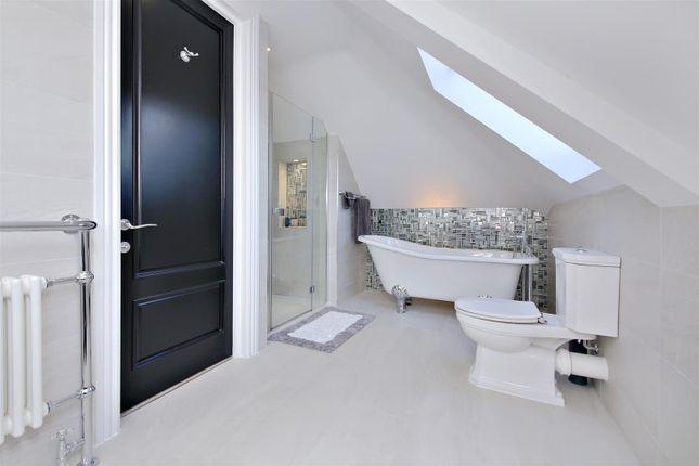 Upper En-Suite of Newlands Avenue, Radlett WD7
