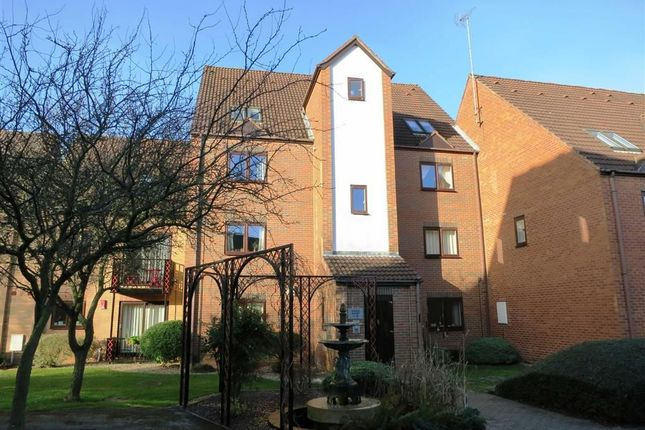 1 bed flat to rent in Dunlin Wharf, Castle Marina, Nottingham