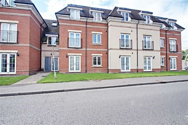 Thumbnail Flat to rent in Navarre Court, Kings Langley