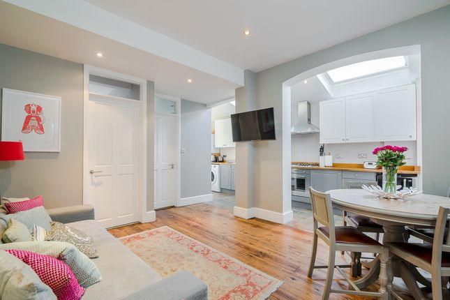 Thumbnail Flat to rent in Ashleigh Road, London