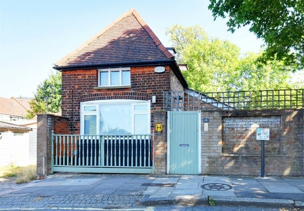 Thumbnail Detached house for sale in Southern Road, East Finchley