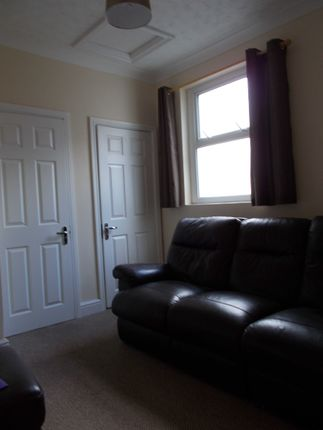 Thumbnail Shared accommodation to rent in 18 Baldwins Crescent, Swansea