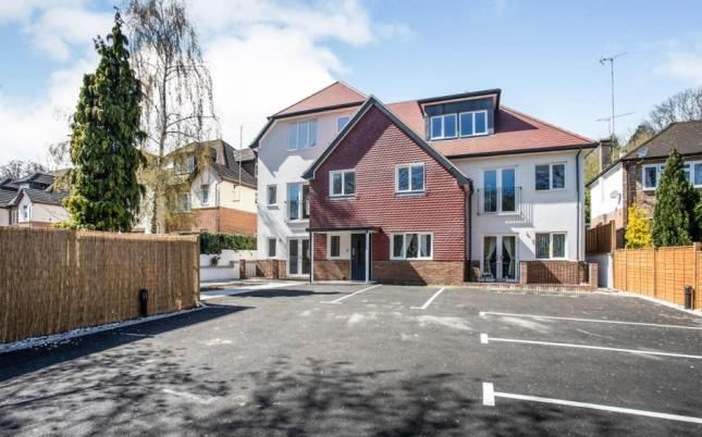 2 bed flat for sale in Hornchurch Hill, Whyteleafe, Surrey CR3