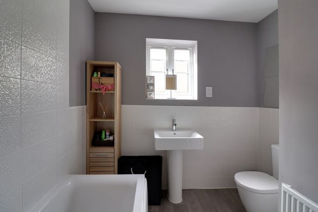 Bathroom 1 of Cliff Court, Northampton NN3