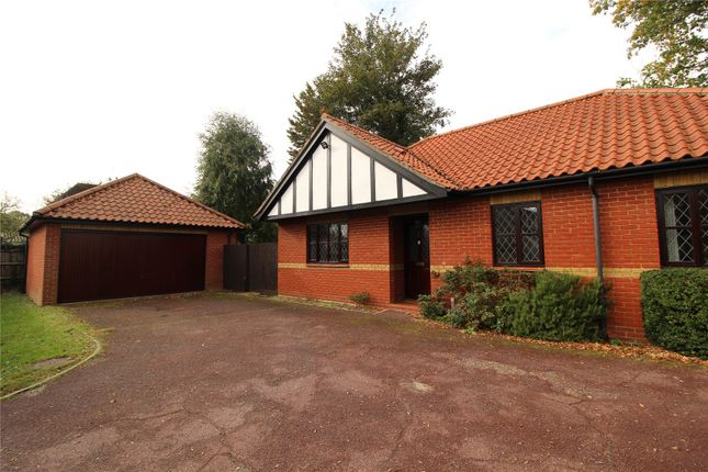 2 bed bungalow to rent in Janmead, Hutton CM13