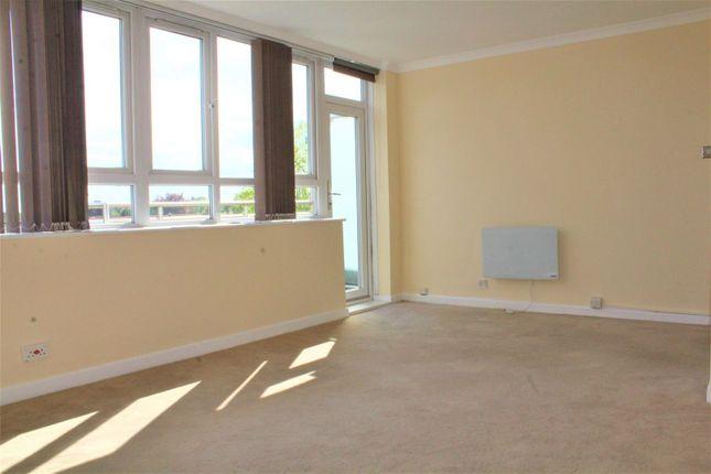 Thumbnail Flat to rent in Bathurst Walk, Iver