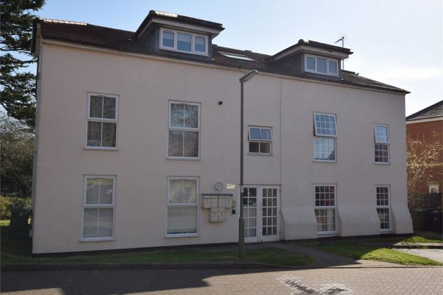2 bed flat to rent in Mill Close, Bagshot, Surrey