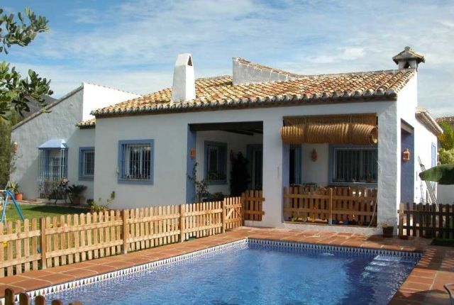 4 bed villa for sale in Spain, Málaga, Fuengirola, Doña Pilar