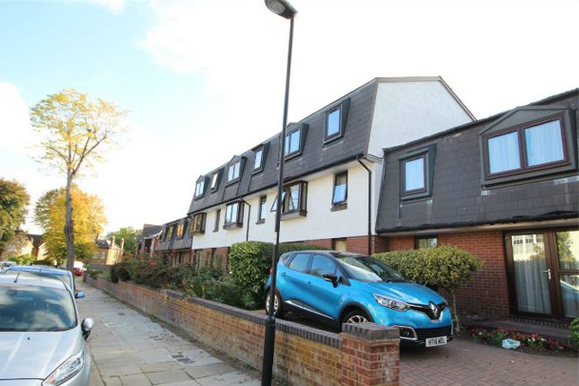 Thumbnail Property for sale in Oakdene House, Bycullah Road, Enfield, Middx