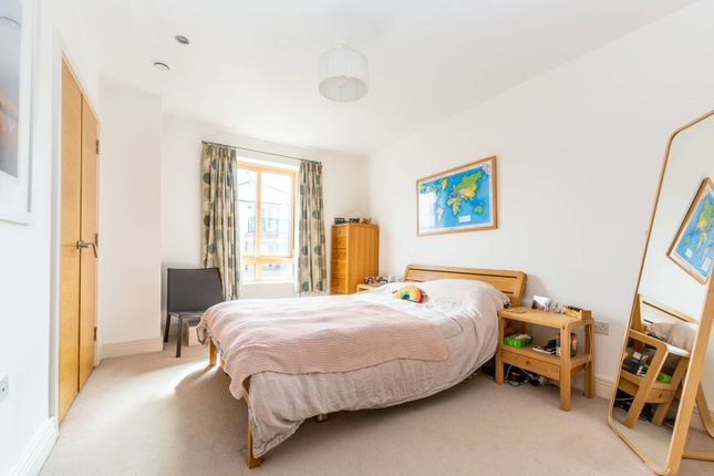 2 bed flat for sale in Holford Way, Putney, London SW15