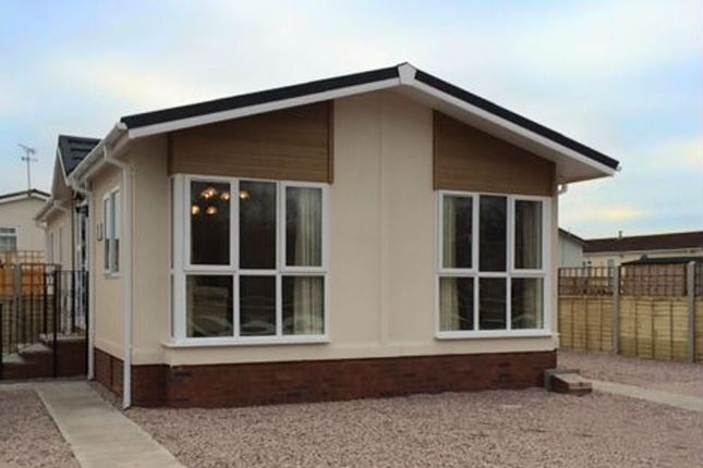 Thumbnail Mobile/park home for sale in The Lanterns, Bedwell Park, Witchford