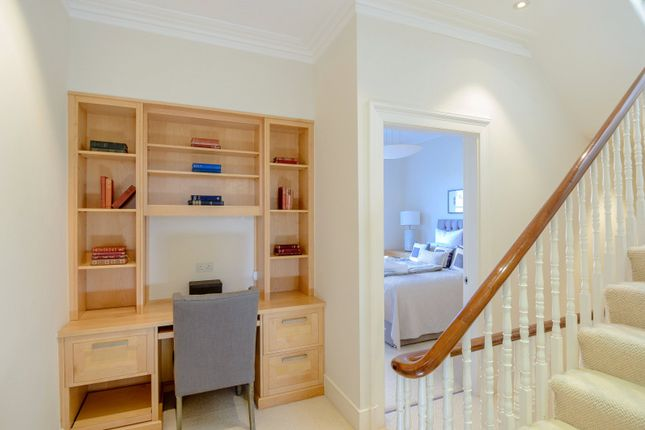 Picture No. 13 of Hurlingham Road, London SW6
