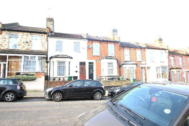 Thumbnail Terraced house to rent in Luton Road, Walthamstow