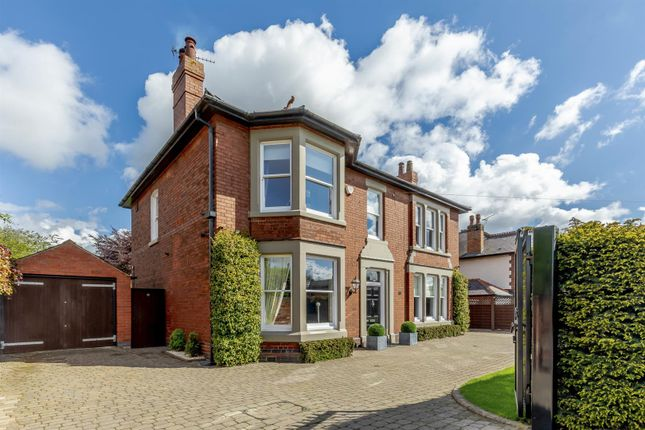 Thumbnail Property for sale in Uttoxeter Road, Mickleover, Derby, Derbyshire