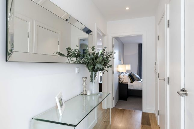 Thumbnail Flat to rent in 8 Monarch Square, London